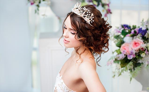 Brautfrisur mit Blumen – ein Hauch von Elfen-Charme